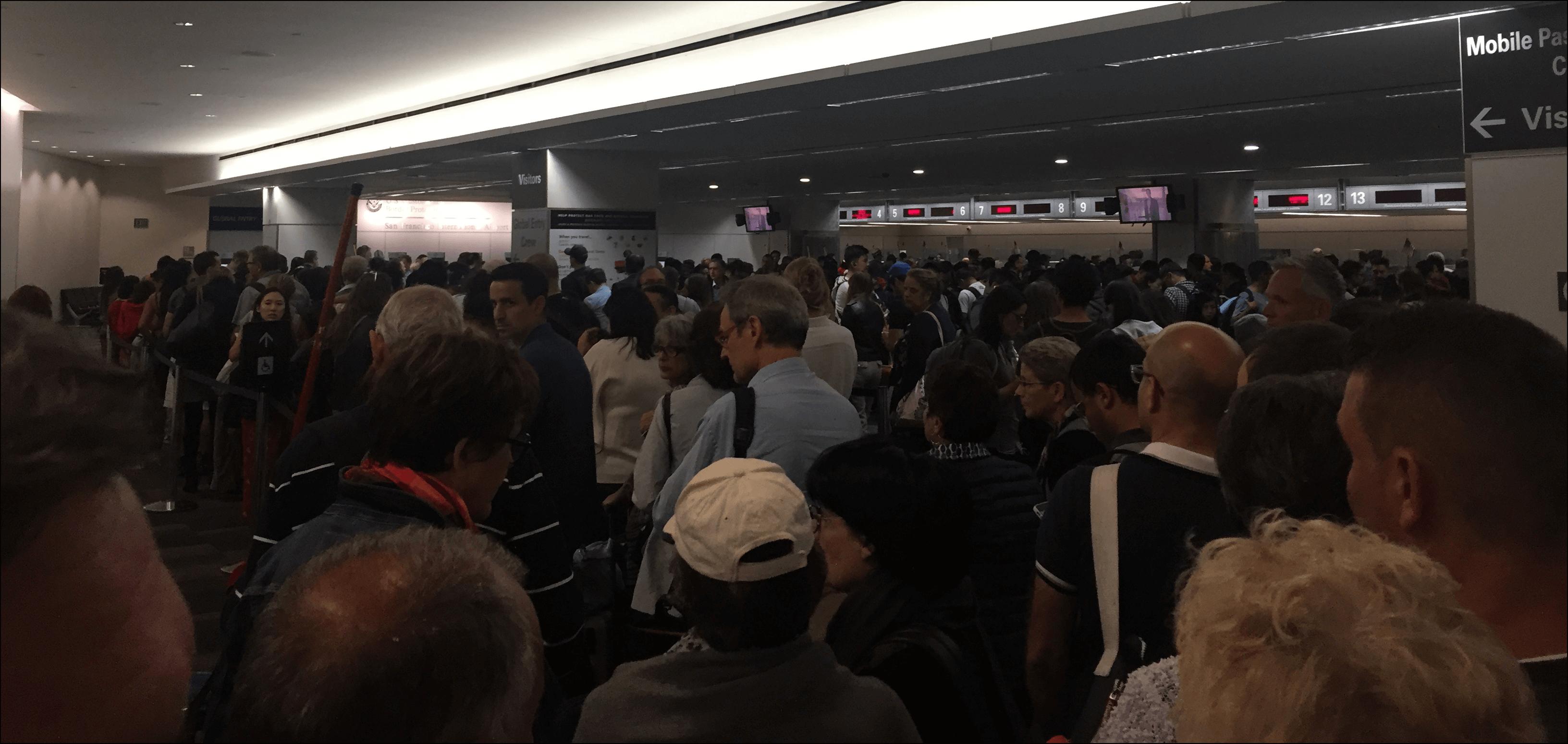 Flughafen San Francisco Menschenmenge am Zoll
