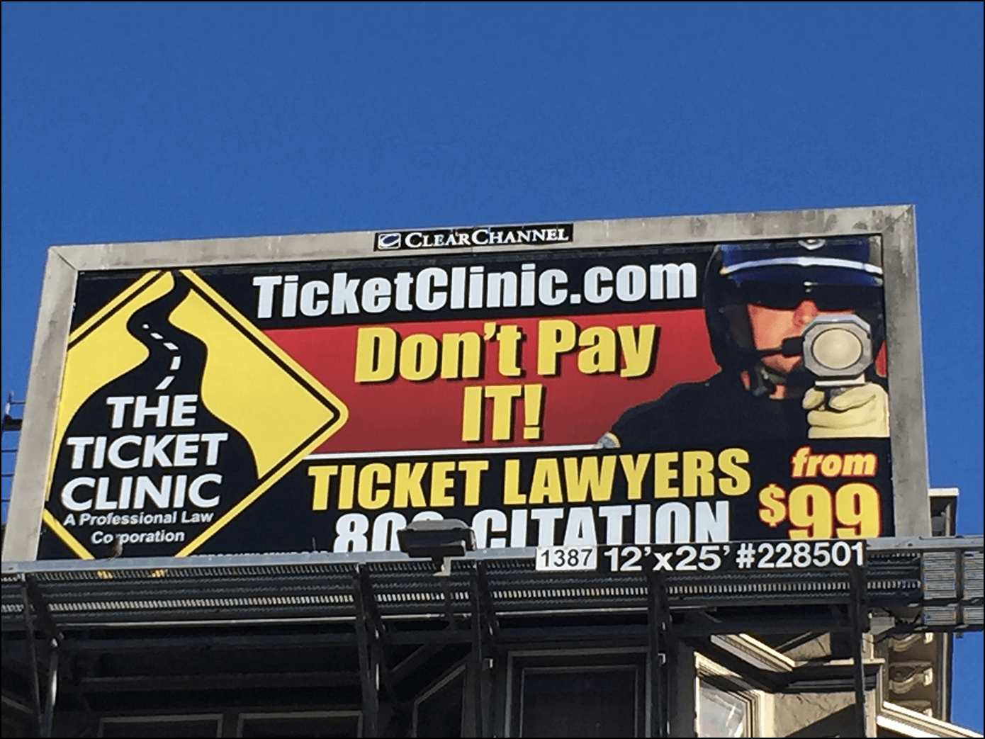 Ticket Clinic Plakat Werbung Advertising